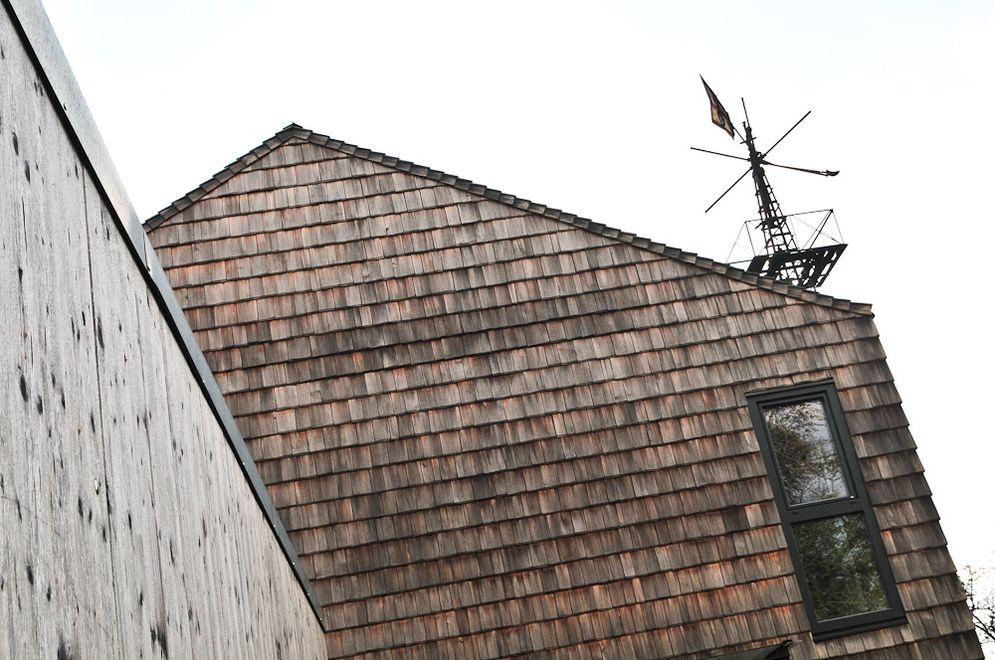 Holzfassade des Obergeschosses © Brunthaler Massivholzhaus