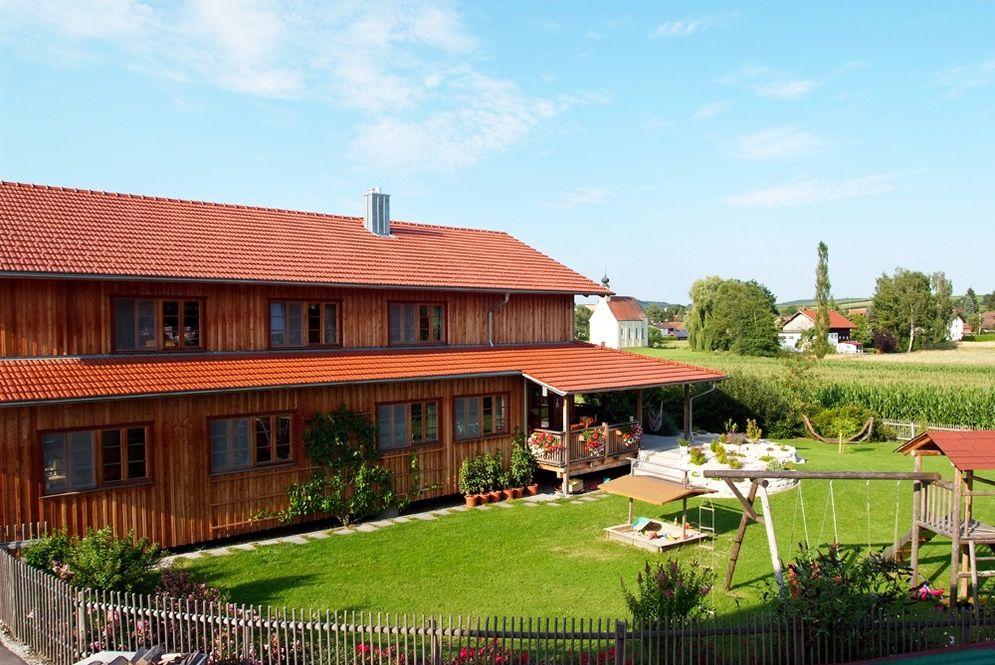 Holzhaus mit Garten © Brunthaler Massivholzhaus