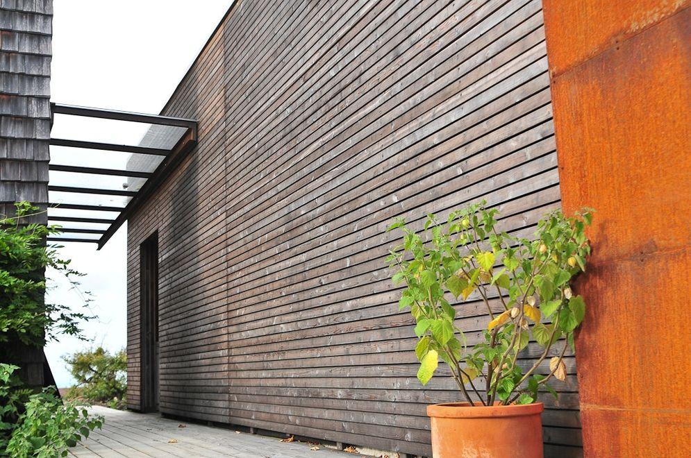 Eingangsbereich mit Holzfassade © Brunthaler Massivholzhaus