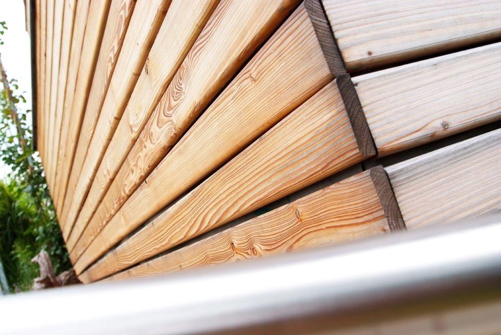 Holzfassade des Carports © Brunthaler Massivholzhaus