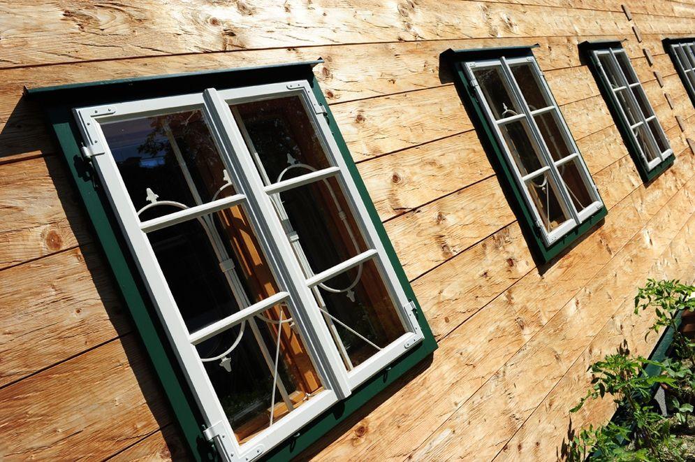 Kastenfenster im Erdgeschoss © Brunthaler Massivholzhaus
