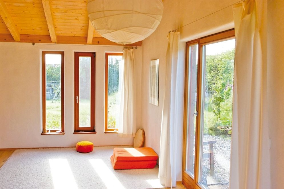 Lichtdurchfluteter Raum © Brunthaler Massivholzhaus
