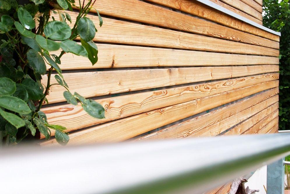 Holzfassade aus der Nähe © Brunthaler Massivholzhaus