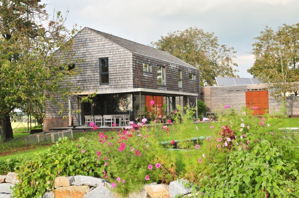 Massivholzhaus mit Garten © Brunthaler Massivholzhaus