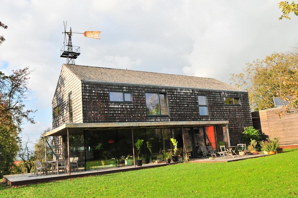 Außenansicht Massivholzhaus mit Holzterrasse © Brunthaler Massivholzhaus