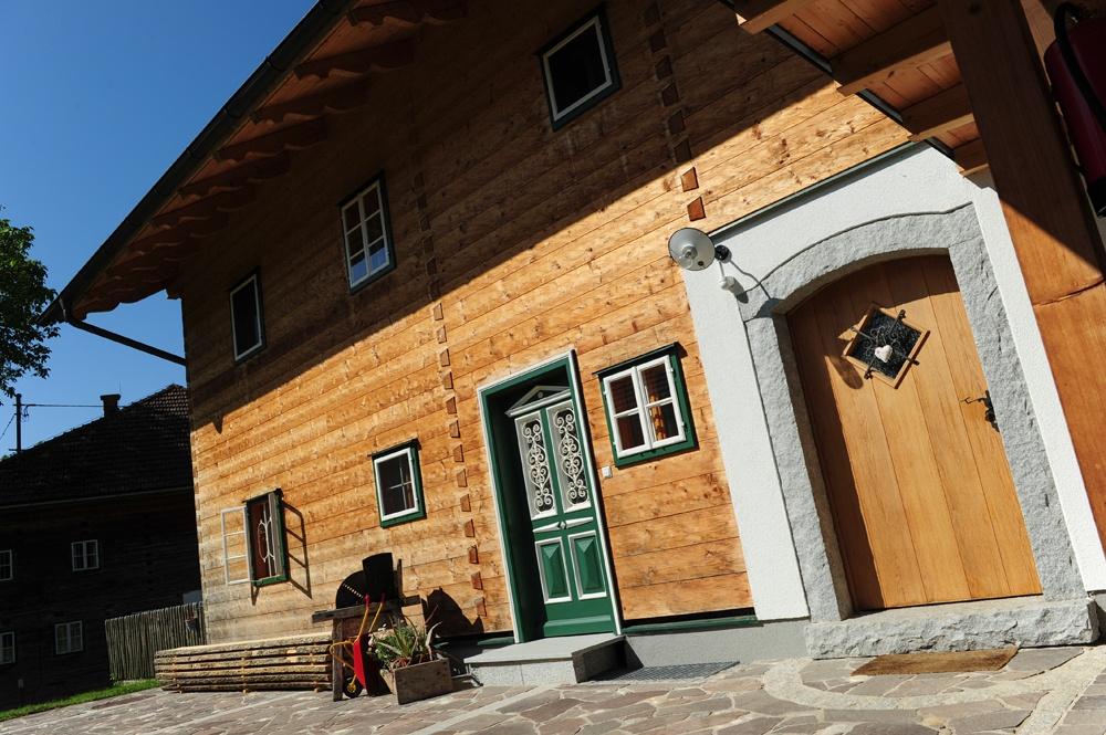 Eingangsbereich am Massivholzhaus © Brunthaler Massivholzhaus